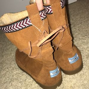 TOMS ugg boots